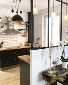 Small view of the kitchen open to the dining room thanks to the glass roof that . - Home Decor, Best Decoration İdeas, Designs Small Living, Living Spaces, Shabby Chic Kitchen Decor, Cocinas Kitchen, Interior Decorating, Interior Design, Glass Roof, Home Projects, Hacks