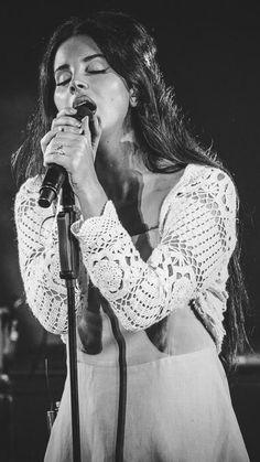 Sept.8, 2017: Lana Del Rey performing at the Santa Barbara Bowl #LDR