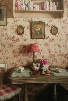 LISMARY'S COTTAGE: riordinando e pensando... **matches designs on the guest bedroom and dining room boards