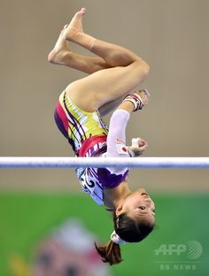 Japan's Asuka Teramoto performs on the uneven bars during the women's all-around final at the Gymnastics World Championships in Nanning on October 10, 2014.(c)AFP/KAZUHIRO NOGI ▼13Oct2014AFP|【写真特集】カメラがとらえた世界体操のワンシーン http://www.afpbb.com/articles/-/3028472 #寺本明日香 #Asuka_Teramoto
