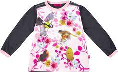 En fin og deilig trøye fra Me Too med et flott fugletrykk på fremsiden. Trøyen er i stretch og har trykknapper på ene skulderen for enklere av- og påkledning. Passer til alle anledninger!<br><br>Se under tilbehør for flere fine barneklær fra Me Too.<br><br>Materiale: 95% bomull, 5% elastan.<br><br>Farge: rosa, hvit, grå.