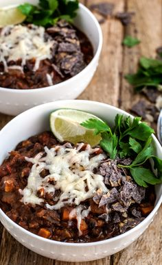 The Best Damn Black Bean Chilli - The Pretend Baker Easy Vegetarian Lunch, Healthy Dinner Recipes, Vegetarian Recipes, Healthy Dinners, Pork Recipes, Cooking Recipes, Bean Chilli, Marinated Pork Tenderloins, Lean Meals