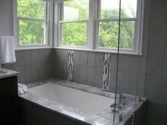 I Like The Stone Around The Tub. Donu0027t Like The Busy Stuff Up