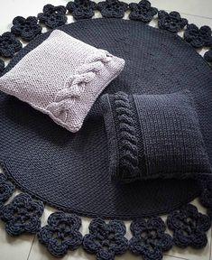 303 Me gusta, 3 comentarios – Трикотажная пряжа Spagetti ® (Tes… - Easy Purse Diy Crochet Pillow Patterns Free, Crochet Doily Rug, Crochet Carpet, Crochet Diy, Crochet Motifs, Crochet Home, Knit Wrap Pattern, Knit Rug, Knitted Cushions