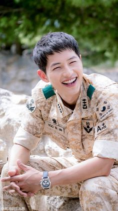 Descendants of the Sun, the Korean drama. Song Joong Ki as Yoo Shi Jin Song Hye Kyo as Kang Mo Yeon Jin Goo as Seo Dae Young Kim Ji Won as Yoon Myeong Joo My Gifs Park Hae Jin, Park Seo Joon, Korean Star, Korean Men, Korean Wave, Asian Actors, Korean Actors, Korean Dramas, Soon Joong Ki