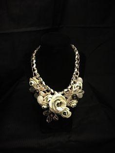 White Floral Necklace Floral Necklace, Jewelry, Jewlery, Jewerly, Schmuck, Jewels, Jewelery, Fine Jewelry, Flower Necklace