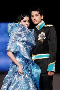 Park Si-Hoo Photo - Andre Kim Catwalk Bali Fashion, Asian Fashion, Andre Kim, Park Si Hoo, Showcase Design, Korean Drama, Movie Stars, Catwalk, Wedding Styles