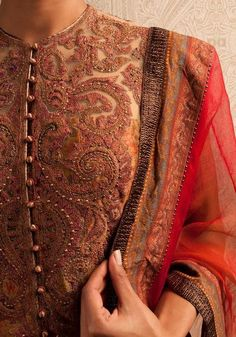 Exquisite detailing on the outfit, in shades of brown, orange and red. #indian #bride