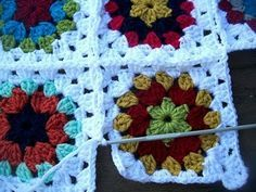 Granny square (free pattern) & joining as you go ~ *Excellent* tutorial with simple instructions & plenty of step-by-step photos.  #crochet #motif