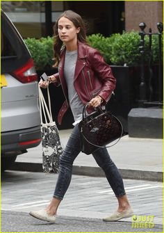 Alicia Vikander & Michael Fassbender's Relationship Is Not In Trouble: Photo Alicia Vikander's hair blows in the wind while stepping out in a dark red leather jacket on Thursday (August in London, England. Casual Outfits, Cute Outfits, Fashion Outfits, White Top And Blue Jeans, Alicia Vikander Style, Patent Leather Leggings, Coloured Leather Jacket, Casual Office Wear, Leather Jacket Outfits