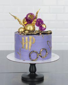 easy mug cake Harry Potter Desserts, Cumpleaños Harry Potter, Harry Potter Birthday Cake, Harry Potter Theme Cake, Cake Paris, Easy Mug Cake, First Communion Cakes, Cupcake Cakes, Cupcakes