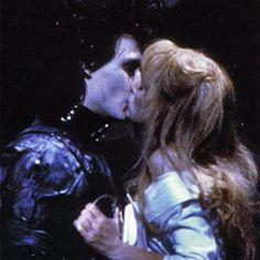 edward scissorhands, kiss, and johnny depp resmi Chicas Punk Rock, Estilo Tim Burton, Images Esthétiques, Johny Depp, Winona Ryder, My Vibe, Photo Dump, Movies Showing, Aesthetic Pictures