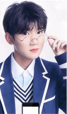 Roy Wang Cute Korean Boys, Cute Boys, Flower Lockscreen, My Ride Or Die, Jackson Yi, Chinese Zodiac Signs, Yang Yang, Chinese Boy, Boy Bands