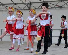 «Kalinka», comme en Russie, par les élèves du cours préparatoire.