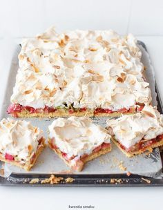 I dont pin many sweets, but this has ALL of my fave sweets in it! shortbread cake with rhubarb, raspberry jam and meringue Rhubarb Recipes, Yummy Recipes, Sweet Recipes, Cake Recipes, Dessert Recipes, Cooking Recipes, Just Desserts, Delicious Desserts, Yummy Food