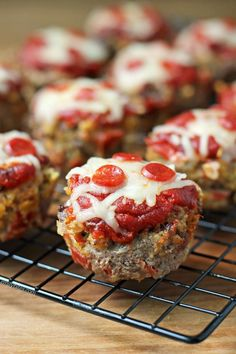 These easy Pizza Meatloaf Muffins are a perfect weeknight meal for the whole family. Just 152 calories or 4 Weight Watchers SmartPoints each!