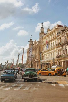 If you're visiting Cuba for the first time, there's LOTS to see and do. After 1 week exploring Havana, Cienfuegos and Santiago, I've compiled a list of the 20 best things to do in Cuba. Whether you like colonial architecture, live music and cabaret or cigars and natural secenery, you won't leave Cuba disapointed. 1. Explore Colorful Old Havana 2. Ride in a Vintage Convertible 3. Attend the Ballet at the Gran Teatro de La Habana 4. Shop the Vintage Flea Market at Plaza de Armas