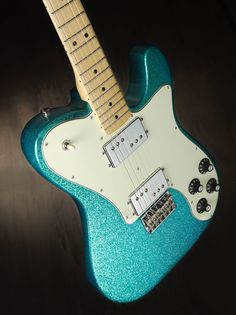 These electric fender guitar are stunning:) Acoustic Bass Guitar, Fender Electric Guitar, Guitar Amp, Cool Guitar, Fender Telecaster Deluxe, Stratocaster Guitar, Gibson Guitars, Fender Guitars, Micro Chant