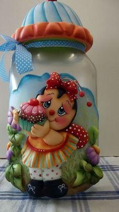 Pote de vidro de 3 litros, trabalhado em biscuit com joaninha, cupcake e flores. Pronta entrega. R$ 92,00: