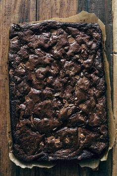 This easy Chocolate Brownies recipe is what you are looking for if you want to make the best fudge brownies. Crispy top, super fudgy center, and melting chocolate chunks. With 11 tips for making the Chocolate Fudge Brownies, Homemade Brownies, Best Brownies, Chocolate Chip Cookie Dough, Chocolate Desserts, Brownie Recipe With Bakers Chocolate, Homemade Brownie Recipes, Semi Sweet Chocolate Recipe, Cake Brownies