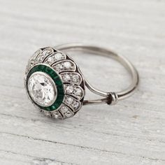 Antique Engagement Rings / Wedding Style Inspiration / LANE (instagram: the_lane).....IN LOVES WITH THIS!!!