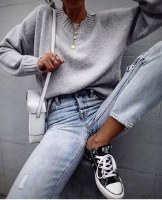 Gray sweater and converse in minimalist outfit Mode Outfits, Winter Outfits, Fashion Outfits, Fashion Ideas, Fashion Clothes, Look Fashion, Trendy Fashion, Hipster Fashion, Trendy Style