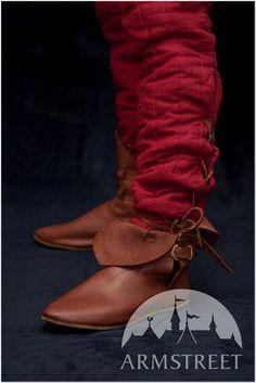 Scarpe medievali con fibbie in bronzo http://armstreetitaly.com/negozio/calzature/scarpe-medievali-con-fibbie-in-bronzo