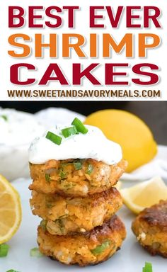 Shrimp Cakes - 30 Minutes Only! (VIDEO) - Sweet and Savory Meals Shrimp Cakes are juicy and flavorful, spiked with fresh dill, lemon and smoked paprika, and served with the most amazing mayo based dipping sauce. Salmon Recipes, Fish Recipes, Seafood Recipes, Cooking Recipes, Healthy Recipes, Crab Cake Recipes, Seafood Appetizers, Appetizer Recipes, Dinner Recipes