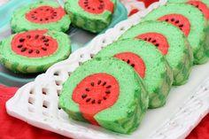Watermelon shaped swiss roll (In vietnamese) - someone pls help translate :)