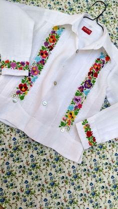 Child guayabera with colorful embroidery Mexican Party Decorations, Outdoor Wedding Decorations, Trendy Dresses, Nice Dresses, Girls Dresses, Baby Girl Dress Patterns, Baby Dress, Guayabera Shirt, Mexican Dresses
