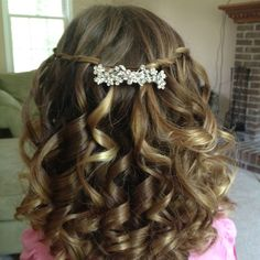 Flowergirl hair with braids and rhinestone barrette Flower Girl Hairstyles, Little Girl Hairstyles, Cute Hairstyles, Braided Hairstyles, Wedding Hairstyles, Updo Hairstyle, Wedding Hair And Makeup, Bridal Hair, Hair Makeup