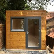 This Linea small garden office is a unique contemporary design with no roof overhang meaning you can situate the building close to a boundary. Outdoor Garden Bar, Outdoor Office, Backyard Office, Outdoor Gardens, Outdoor Living, Small Garden Office, Small Garden Design, Contemporary Garden, Contemporary Design
