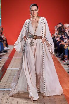 Elie Saab Spring 2020 Ready-to-Wear Fashion Show - Elie Saab Spring 2020 Ready-to-Wear Collection – Vogue - Fashion 2020, Look Fashion, Runway Fashion, Spring Fashion, Fashion Show, Fashion Design, Paris Fashion, Elie Saab Spring, Elie Saab Printemps