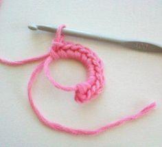 Hekel Idees: Hoe om 'n Blommetjie met 12 Blaartjies te hekel. Crochet Stitches Patterns, Stitch Patterns, Birthday Wishes For Sister, Hoe, Headbands, Knit Crochet, Projects To Try, Beads, Knitting