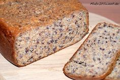 LowCarb Eiweissbrot aus dem Brotbackautomat Rezept einfach Low Carb protein bread from the bread maker recipe easy Protein Bread, Low Carb Protein, Low Carb Bread, Camping Desserts, Camping Meals, Bread Maker Recipes, Paleo Dessert, Bread Rolls, How To Make Bread