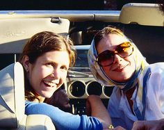 """carriefisherarchive:""""""""Carrie Fisher with Joan Hackett"""" """" Carrie Fisher Young, Carrie Fisher Family, Carrie Frances Fisher, Penny Marshall, Cindy Williams, Debbie Reynolds, Meryl Streep, Princess Leia, Beautiful Person"""