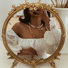 Pearls on gold. layering her AY pieces Cream Aesthetic, Boujee Aesthetic, Brown Aesthetic, Aesthetic Vintage, Aesthetic Photo, Aesthetic Pictures, Aesthetic Collage, Photographie Portrait Inspiration, Princess Aesthetic