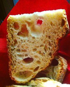 Attacchi di pane #iseethingsthatotherdont  #pareidolia #faces #facesinplaces #facehunter #faccette #pane #bread #smile #face