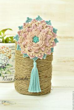 Crochet brooch / Купить Брошь вязаная с бисером и кистью, бахрома (ментол, пудровый, беж) - брошь, брошь цветок
