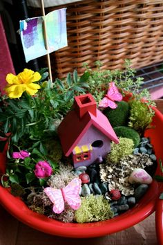 Such a lovely flower pot with a little house! Top 10 Creative and Fun Outdoor DIY Kids Projects
