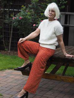 Strikket T-skjorte – Ingrid Tunheim Fashion, Moda, Fashion Styles, Fashion Illustrations
