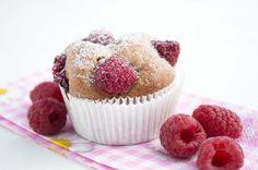 Süß, fruchtig und himmlisch gut schmecken die #Himbeermuffins. Hier ein einfaches #Rezept, das auch Backneulingen gelingt.