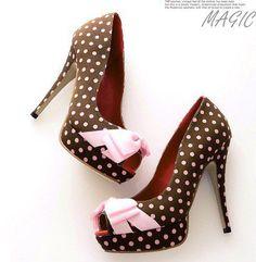 Milena Minaya (on Facebook) high heels