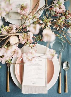 Prettiest wedding tablescapes - 45 Ways to Dress Up Your Wedding Reception Tables ; Don't miss these 45 fabulous wedding tablescapes for wedding reception Cherry Blossom Wedding, Cherry Blossoms, Cherry Blossom Centerpiece, Ideas De Catering, Reception Table, Wedding Reception, Deco Restaurant, Table Setting Inspiration, Table Settings