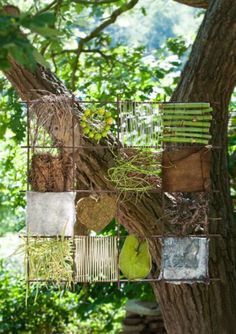 """Viel Draht zur Natur Some wire, a steel mat and some natural materials. Nothing more is needed to create the """"nature pictures"""", the florist master Anne Bussen … Art Et Nature, Deco Nature, Nature Crafts, Land Art, Garden Art, Garden Design, Outdoor Classroom, Outdoor Learning, Forest School"""