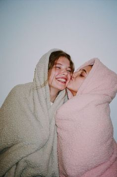 New photography poses for friends bff Ideas Foto Best Friend, Best Friend Photos, Best Friend Goals, Photos Bff, Bff Pics, Teen Pics, Sister Photos, Shotting Photo, Best Friend Photography