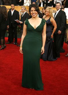 Many actresses showed up at the SAG Awards in floor-length gowns, but America Ferrera stood out in her dark-green plunging number. Pear Shaped Celebrities, America Ferrera, Pear Body, Glamour Shots, Floor Length Gown, Red Carpet Fashion, Green Dress, Role Models, Celebs