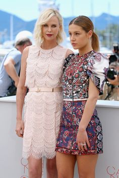 """Charlize Theron and Adele Exarchopoulos attend """"The Last Face"""" Photocall during the annual Cannes Film Festival at the Palais des Festivals on May 2016 in Cannes, France. - 'The Last Face' Photocall - The Annual Cannes Film Festival Charlize Theron Style, Charlize Theron Oscars, Charlize Theron Photos, French Actress, American Actress, Lea Seydoux Adele, Mighty Joe, Adele Exarchopoulos, Models"""