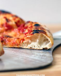 This no yeast pizza dough requires 4 ingredients (sourdough starter, water, salt & flour), and it makes sourdough pizza crust that's chewy, airy perfection. Freeze Pizza Dough, No Yeast Pizza Dough, Sour Dough Pizza Crust, Yeast Bread, Bread Baking, Sourdough Pizza, Sourdough Recipes, Cornbread Recipes, Jiffy Cornbread
