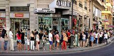Colas para aprender alemán : centenares de personas tratan de estudiar el idioma para emigrar a Alemania / Alberto García Palomo @elpais_valencia | #readytowork #nonosvamosnosechan